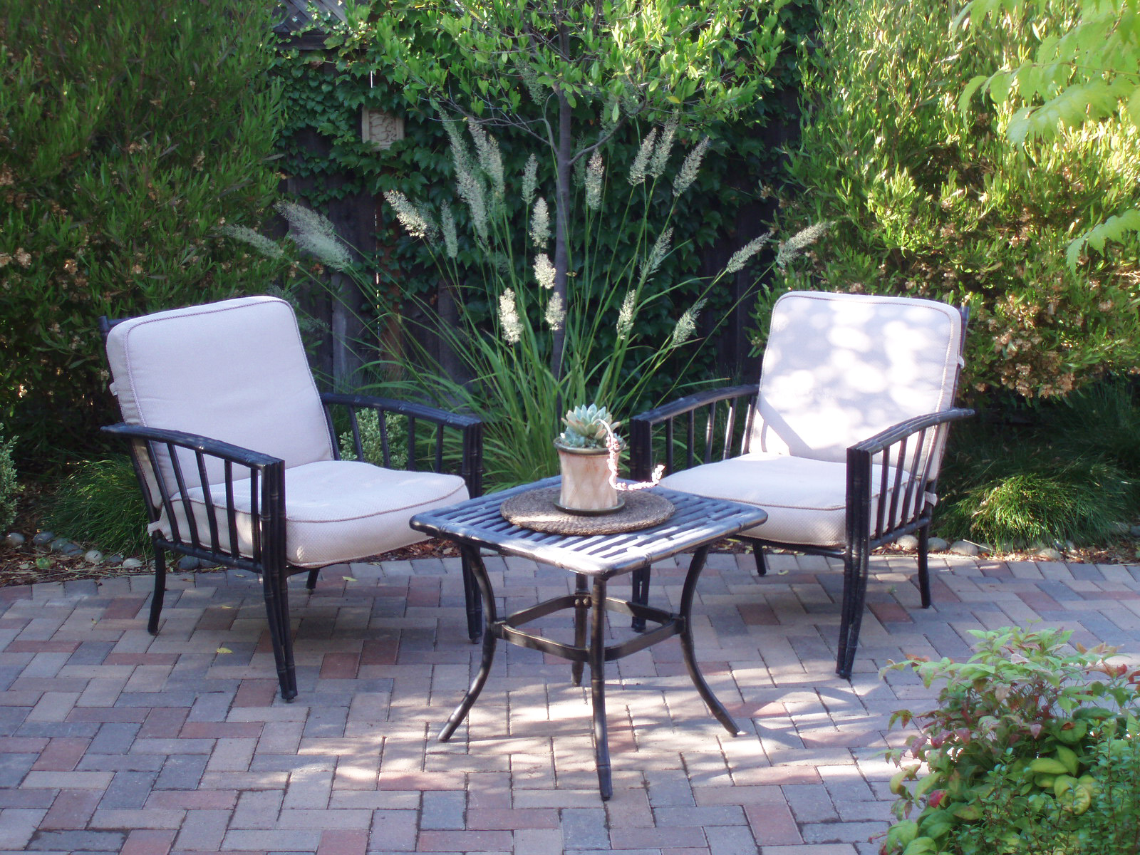 interleafings garden designers roundtable lawn alternatives. Black Bedroom Furniture Sets. Home Design Ideas