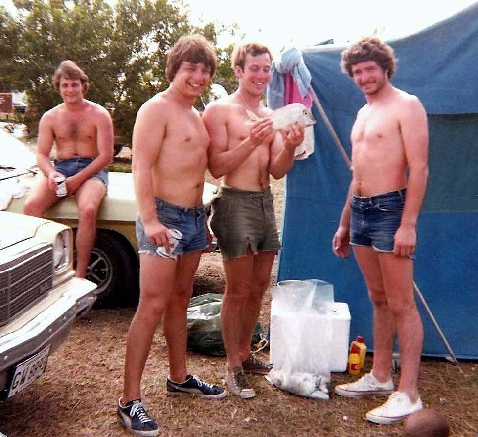 Men Com Camping