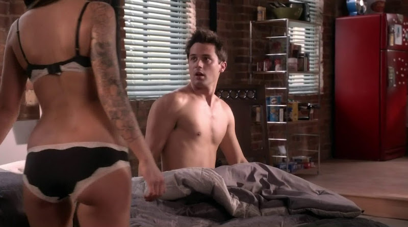 Stephen Colletti Shirtless in One Tree Hill s9e07
