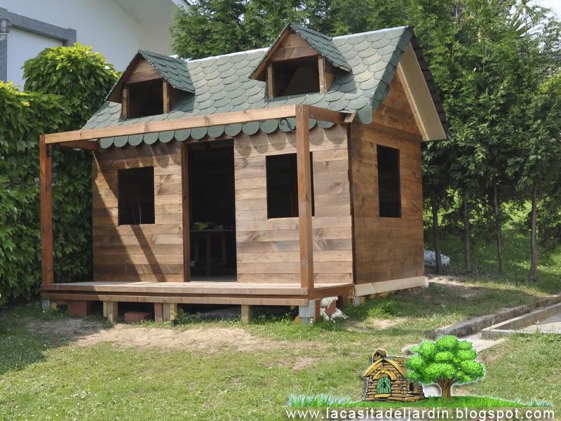D a 15 tejado casi acabado la casita del jard n for Tejados de madera para jardin