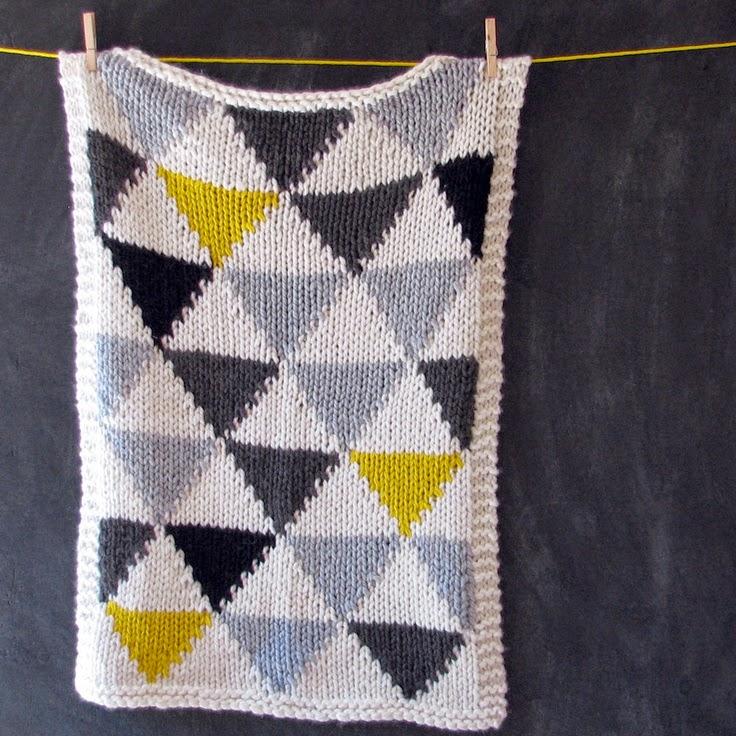 plaid-bébé-motifs-triangle-tricot