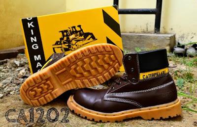 Sepatu Boots Safety Caterpillar Sol Karet Anti Slip, kode CA1202