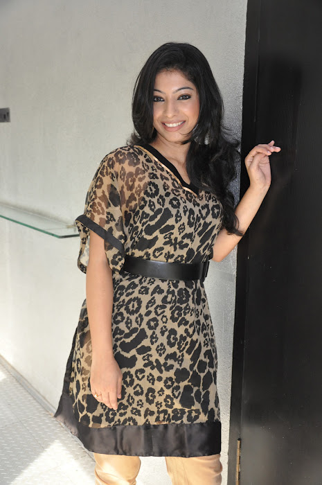 anuja iyer @ vinmeengal movie trailer launch event hot photoshoot