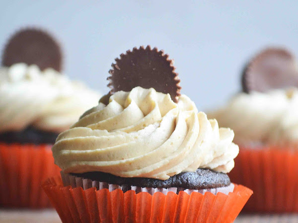 Dark Chocolate Cupcakes with Peanut Butter Buttercream Frosting