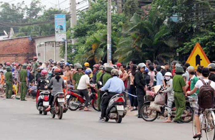 Gia Lai: Huyện Chư Sê - Một Công an viên cùng các con cầm dao đuổi đánh người