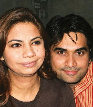 Humayun+saeed+wife+and+kids