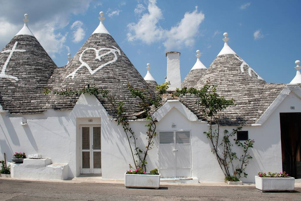 Ellergy alberobello italy 39 s hobbiton for 1 homes in italy