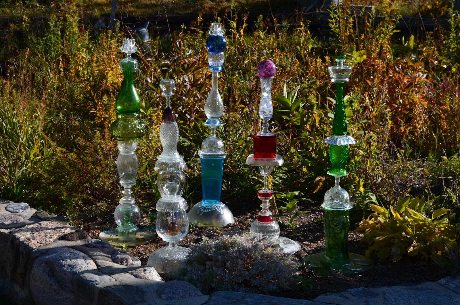 Macgirlver garden totems recycled glass - Recycled glass for gardens ...