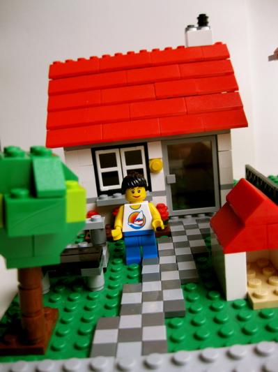 La bo te bazar maison lego 4956 for Construire une maison en lego