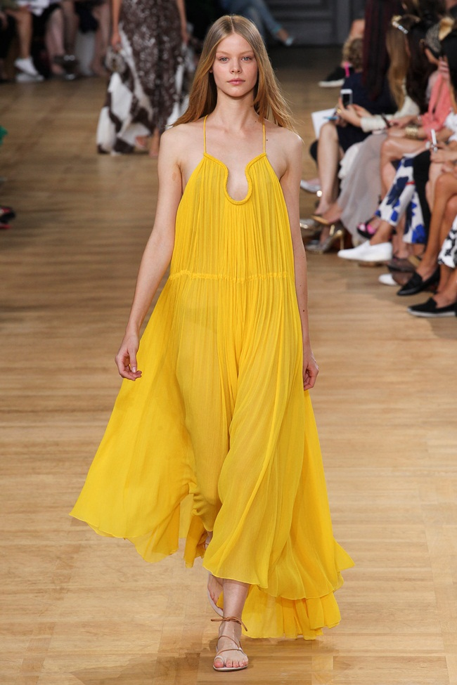 Chloé 2015 SS Yellow Crinkled Silk-Georgette Gown on Runway