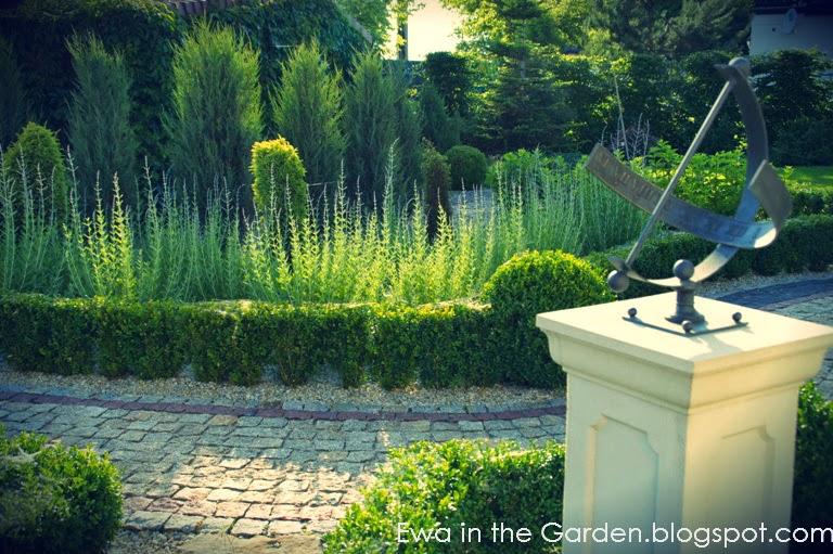 Ewa in the garden 17 photos of proven al garden designed for Garden design 1970s