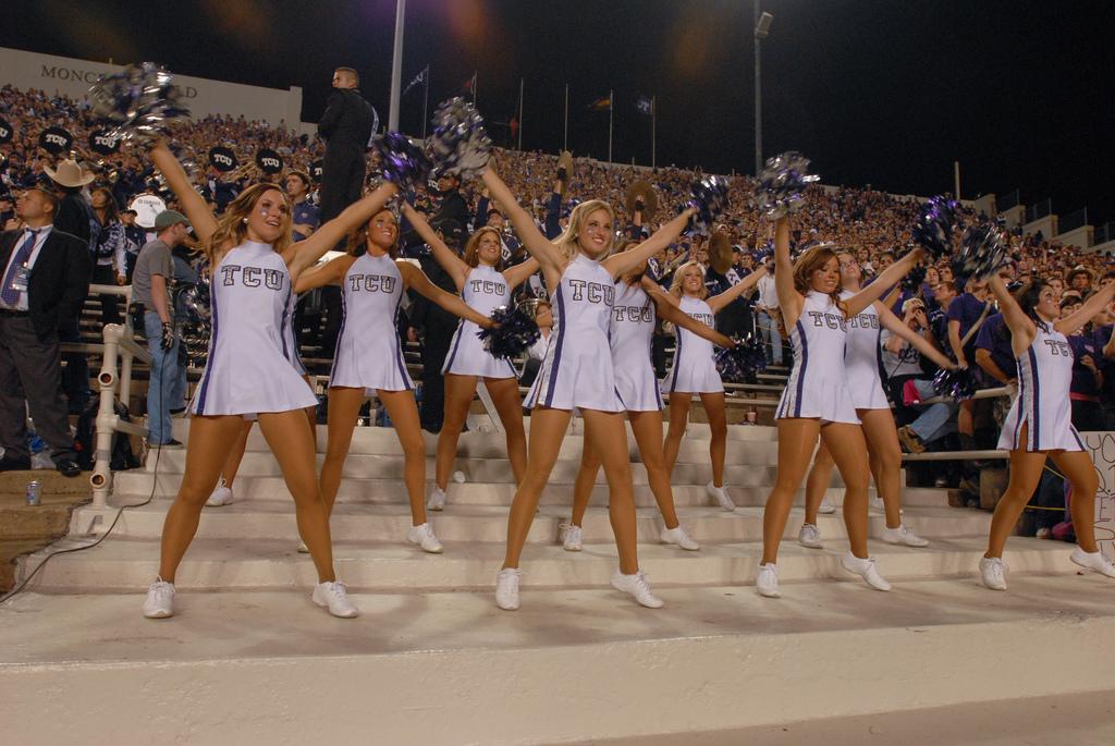 Was wisconsin cheerleaders nude criticism
