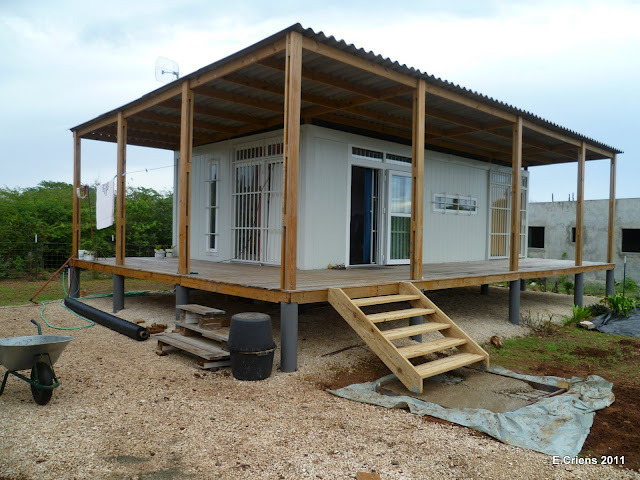 Shipping container homes criens trimo bonaire caribbean shipping container home - Storage containers as homes ...