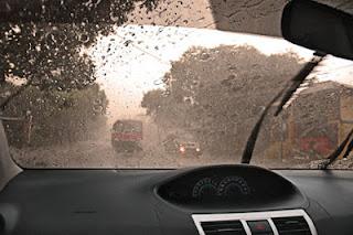 Tips Aman Mengemudi Saat Hujan