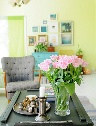 Belle maison accessorizing with summer blooms for Belle maison interieur design