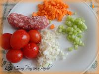 Spaghetti salsiccia, sedano, carote e pomodorinini piccadilly