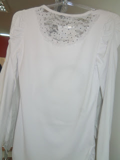 camiseta manga longa com detalhe nas costas
