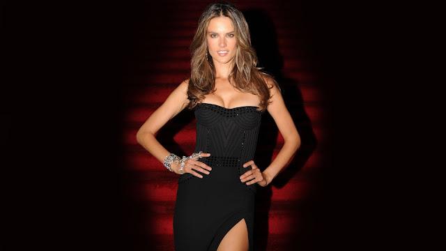 Alessandra Ambrosio vestido negro