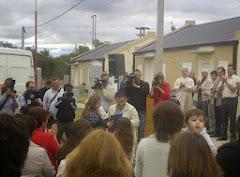 Diputado Daniel Robledo en Embajador Martini entregando viviendas