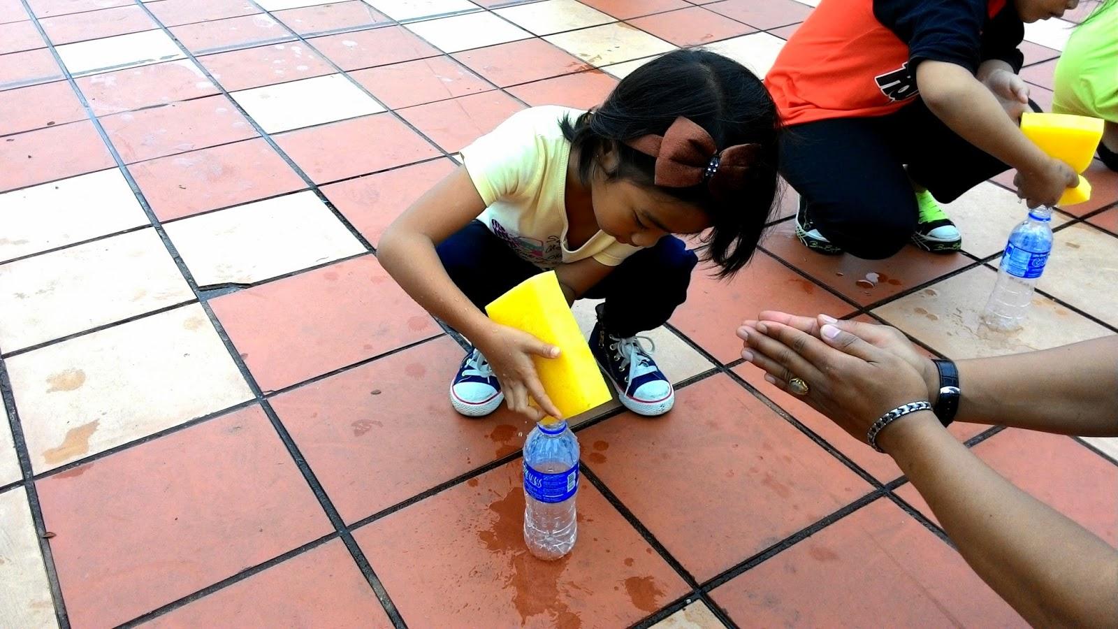 Acara masuk air dalam botol, Parol KL