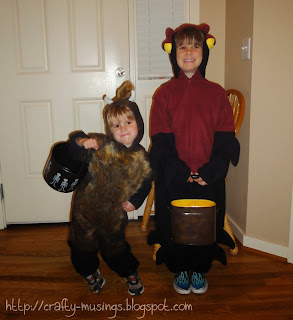 Baby Beefalo and Venipede, ready to trick-or-treat!