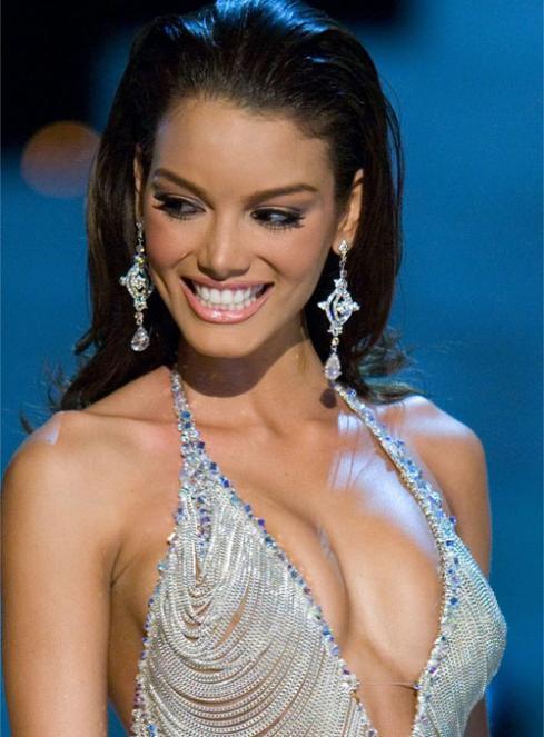 Miss Universe Nude Photos & Videos
