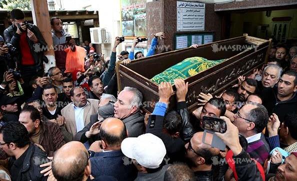 مظهر غريب لفيفي عبده في جنازة ممدوح عبدالعليم تظهر به لآول مرة !