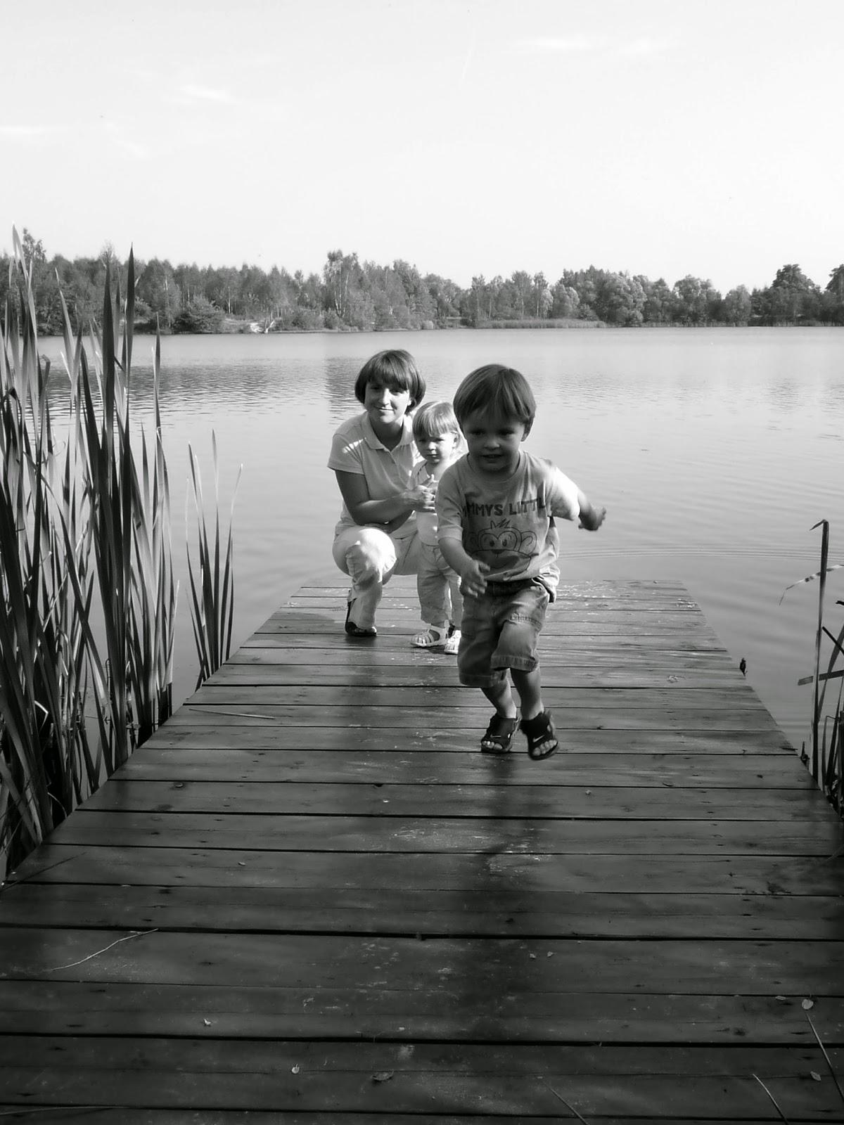 dzieci,jezioro, macierzyństwo