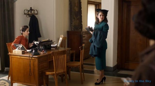 Sira Quiroga traje verde. El tiempo entre costuras. Capítulo 9