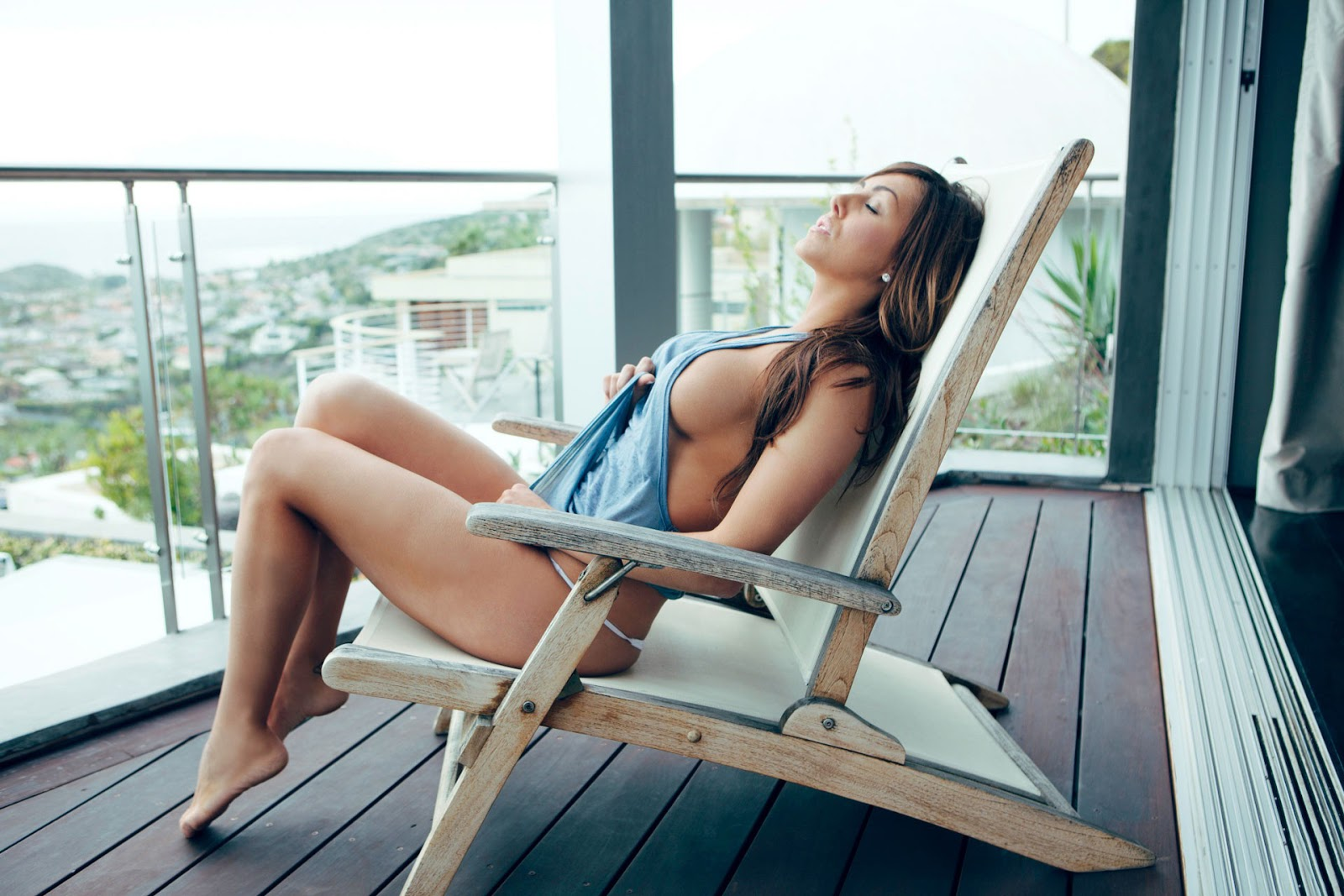 Babe Topless In Bikini