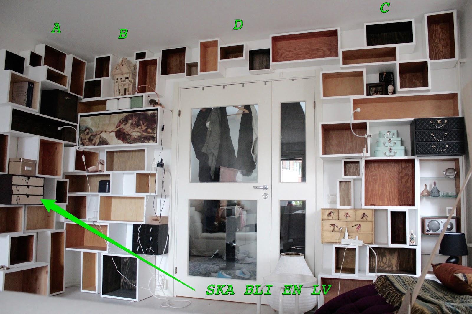 bokhylla vägg ~ funkynality så nära mållinjen med den platsbyggda bokhyllan!