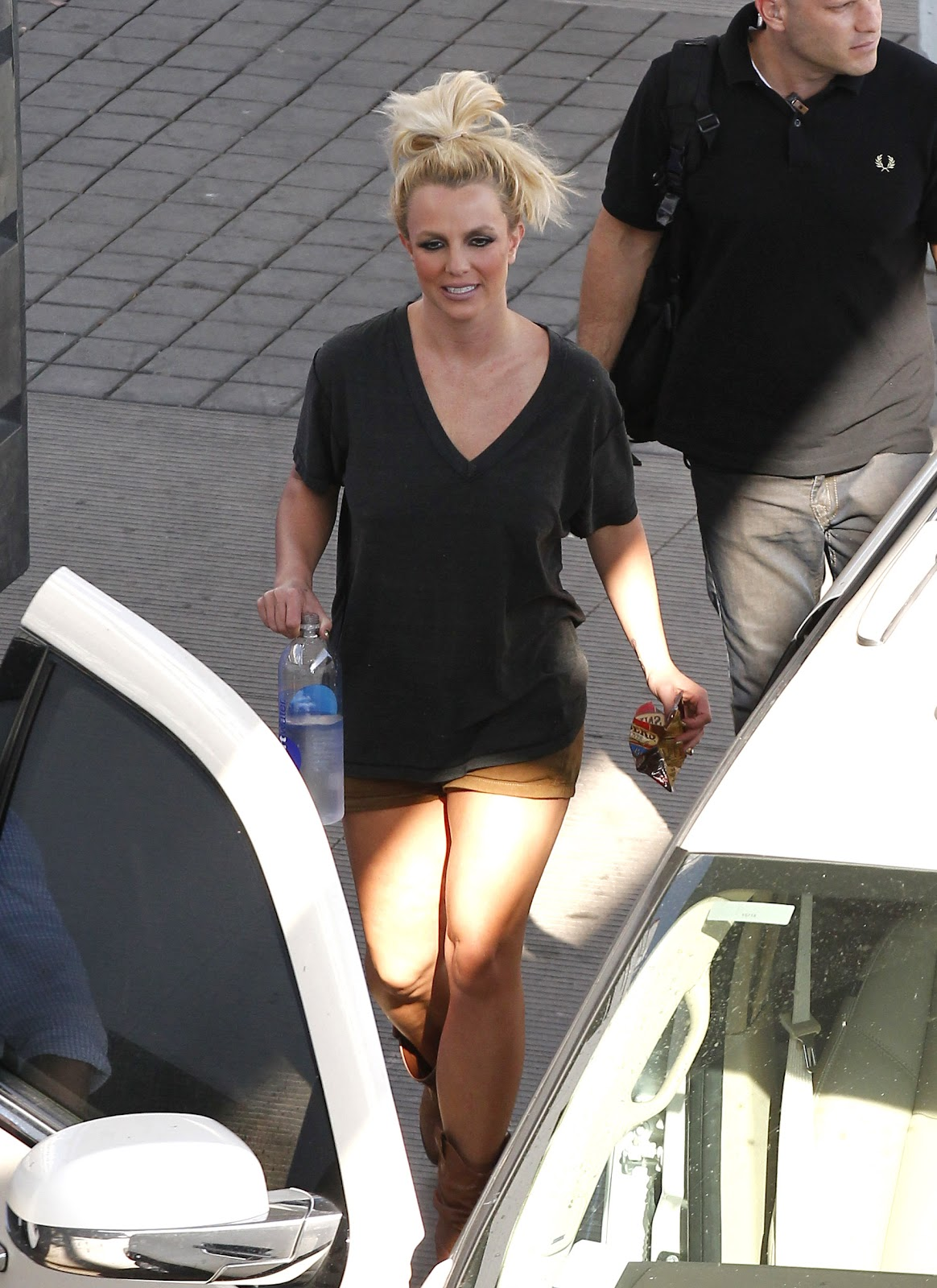 http://2.bp.blogspot.com/-BQ7bd24qGmg/UClOsuNkv6I/AAAAAAAAX_M/RCitArd2cSQ/s1600/Britney+Spears+Leggy+in+Shorts+Leaving+a+Studio+in+Beverly+Hills+-+August+10,+2012+6.jpg