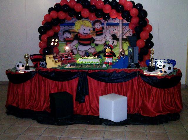 Decoração infantil para festa de aniversário com o tema do Flamengo