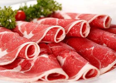 Những thớ thịt heo màu đỏ tươi, ít mỡ rất có thể chứa salbutamol