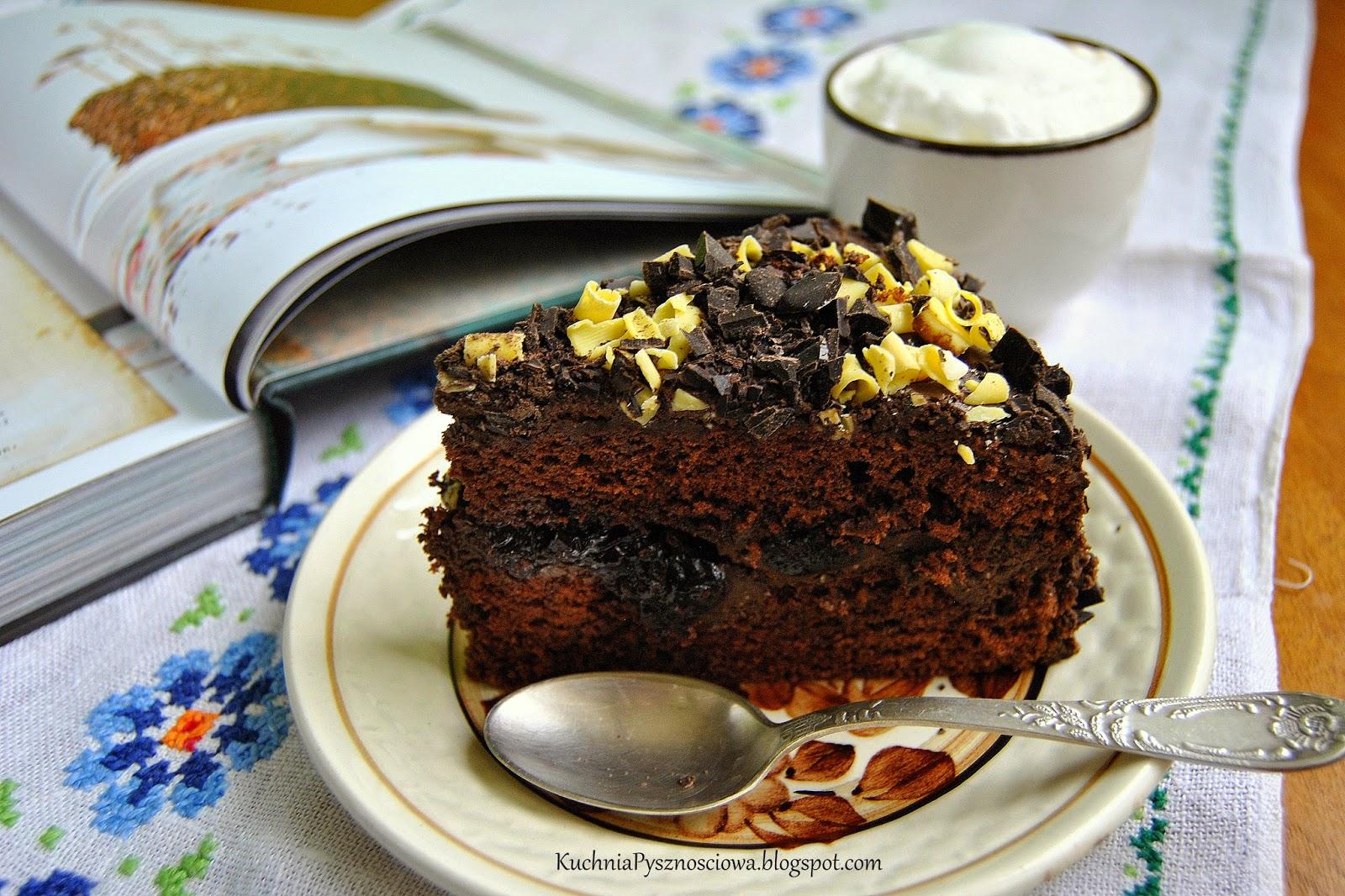 299. Tort czekoladowy z kawą i wiśniami