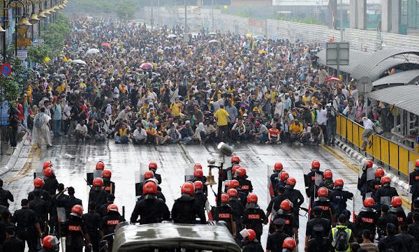 Hembusan Bersih Kl 2011 Vs Protes Pelajar Uk 2010 Bukan Repekan