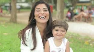 Filho de Juliana Paes faz graça em campanha com a mamãe; assista