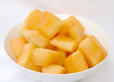 how to cut cantaloupe chunks