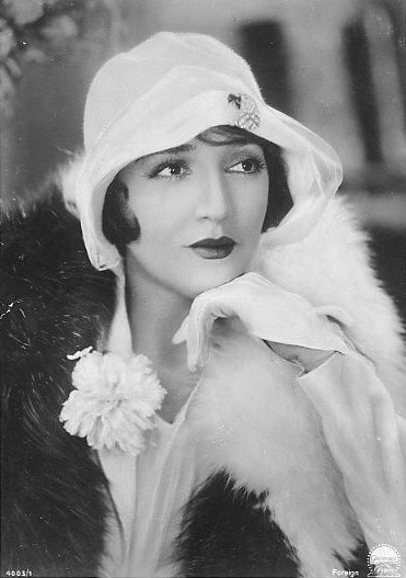 Bebe Daniels with killer gloves ~ 1920s #vintage #fashion #1920s #style #gloves