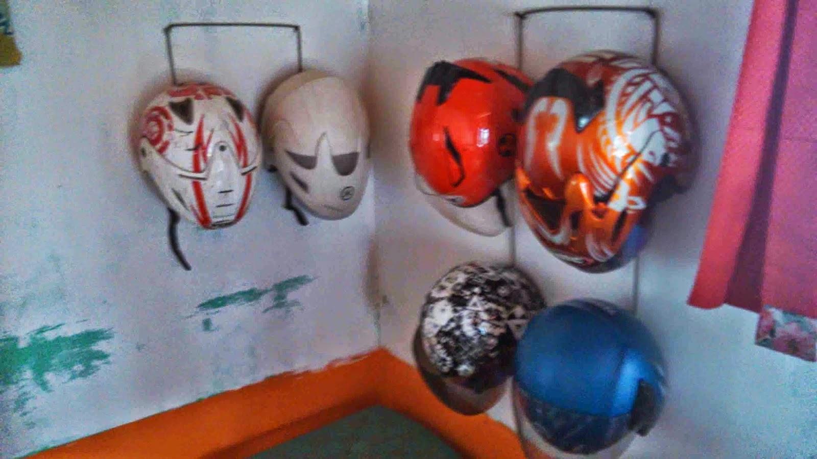 Berkreasi Membuat Tempat Helm Gantung Untuk Memaksimalkan Ruang Sempit