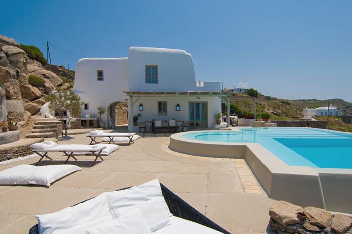 Estilo rustico piscinas rusticas en grecia for Piscinas rusticas fotos