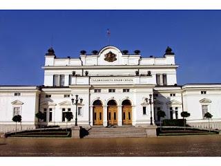 Народното събрание стартира в понеделник, новите депутати се изпокараха за парламентарните стаи