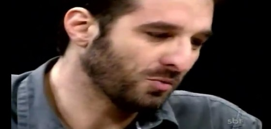 Rafinha Bastos chora