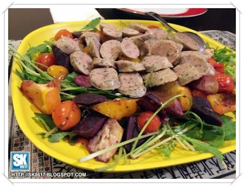Grilled veggie and sausage salad