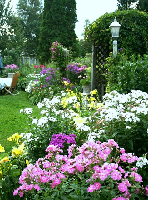 beautiful yard, goregous yard, beautiful garden, dream yard