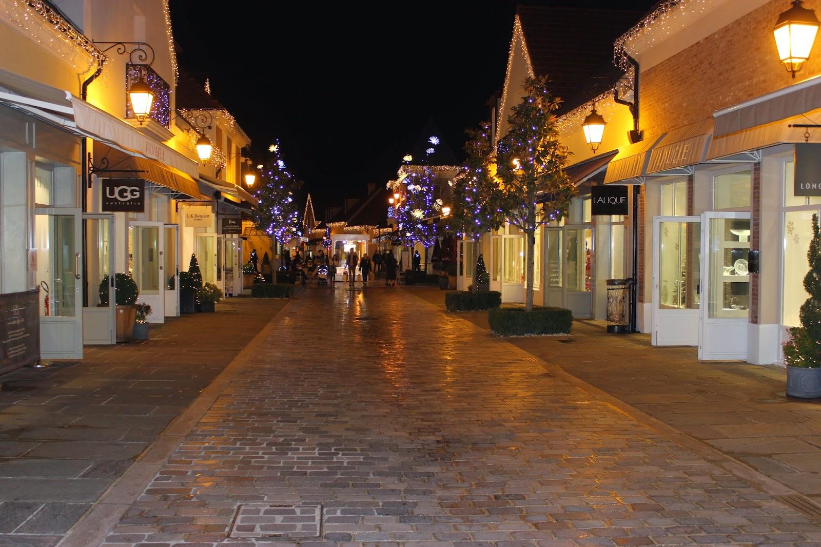 la vallée village, cape mademoiselle R, chaussures minelli