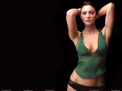 monica_bellucci_hot_wallpaper_in_green_sweetangelonly.com