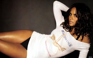 Halle Berry hot Wallpapers
