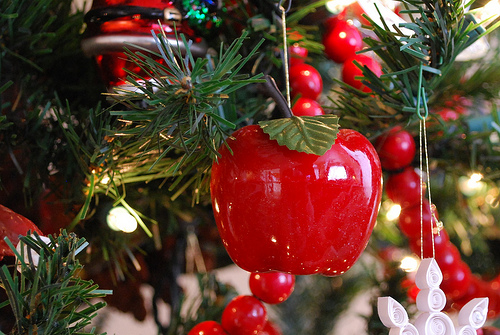 Ez decorating know how delightful christmas ornaments for Apple tree decoration