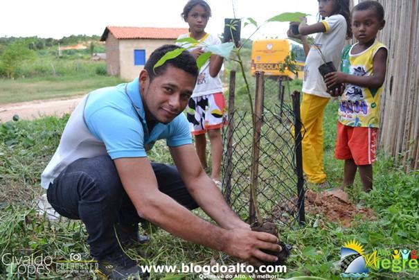 Sebastião, Diretor da Escola Monteiro Lobato